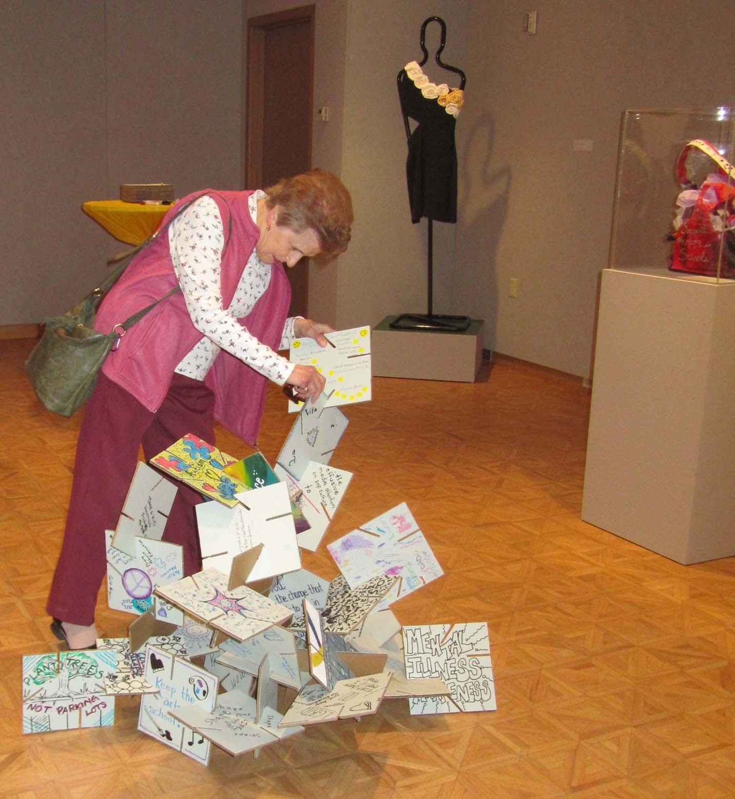 Participatory puzzle sculpture
