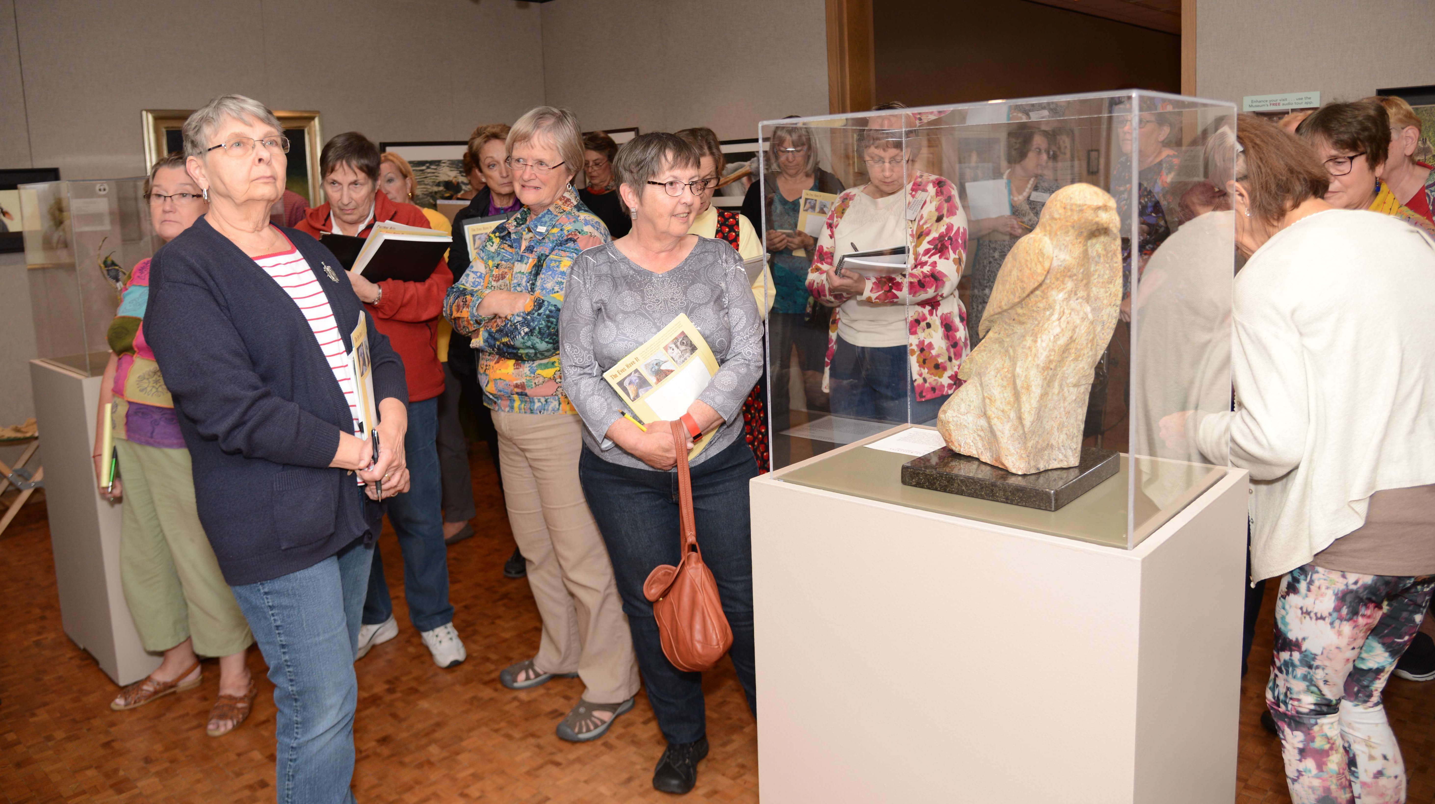 docents-in-group_blog